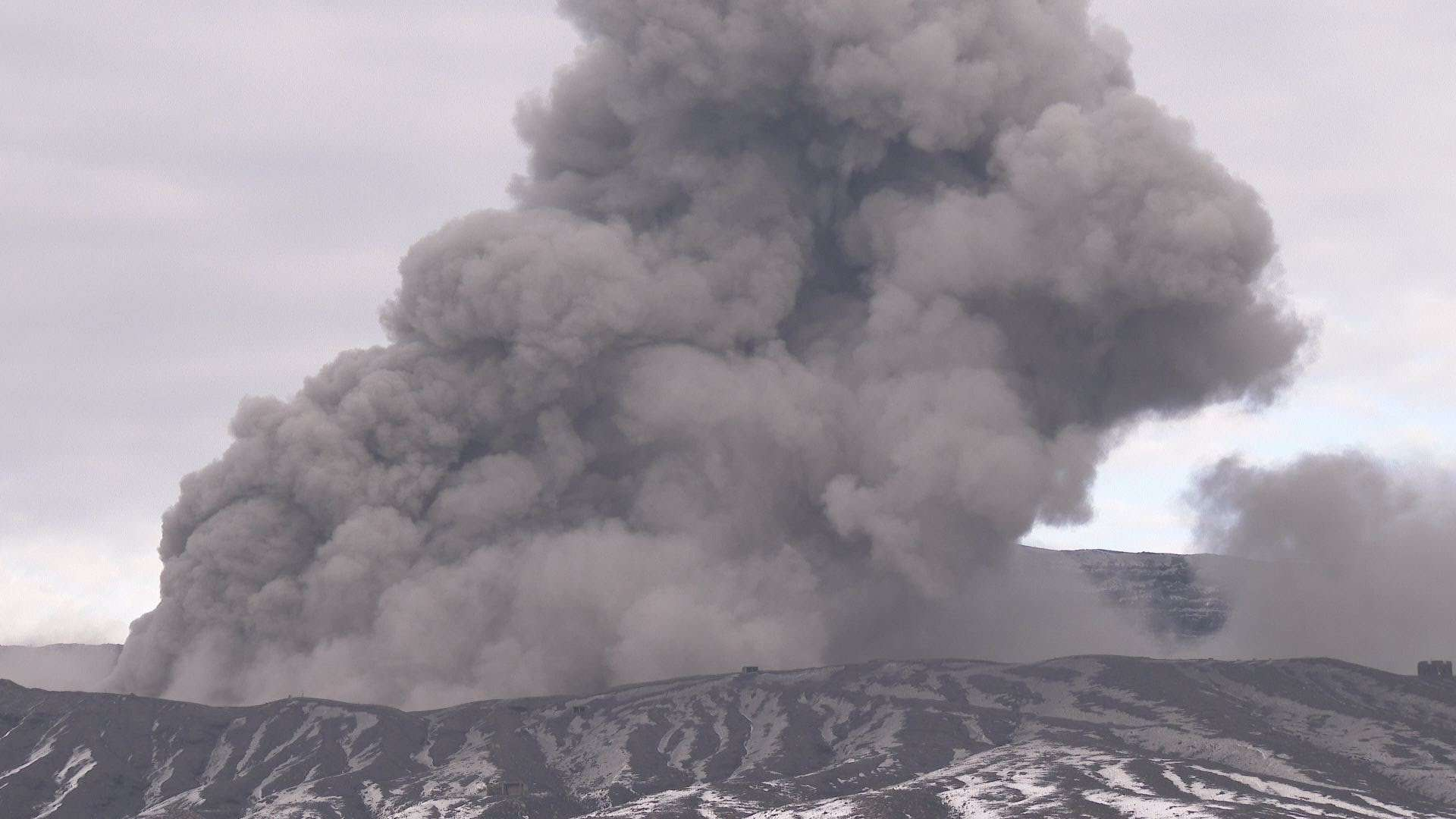 Black smoke continues to flow from Kelawia volcano in Hawaii